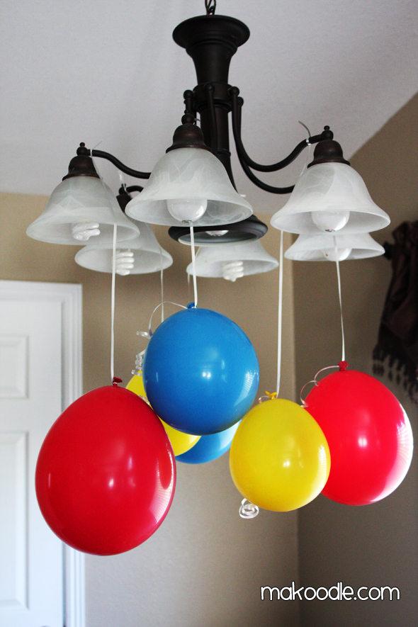 Decora pegando los globos en el techo  LaCelebracioncom