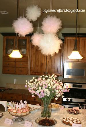 9 decoraciones con pompones de tul para tu fiesta  LaCelebracioncom