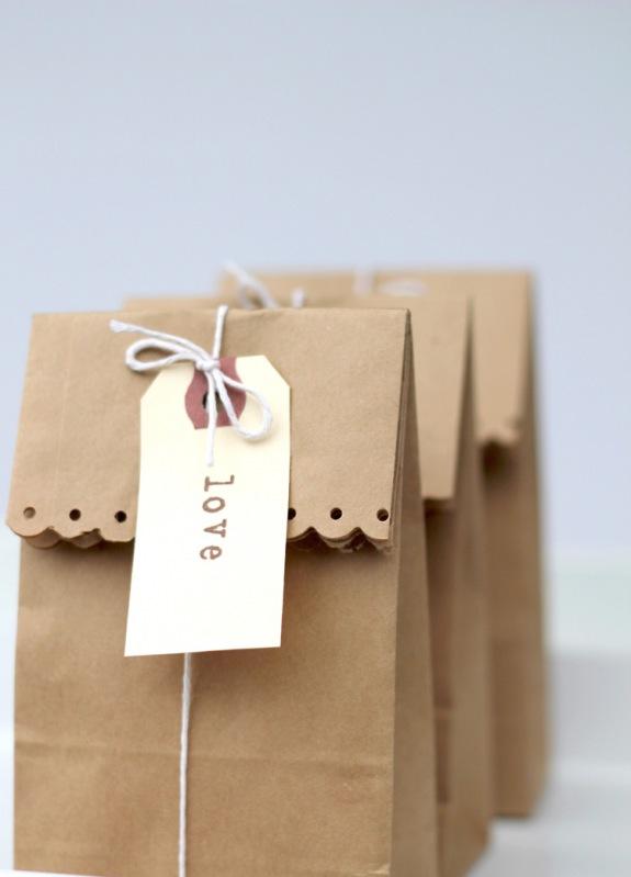 10 formas de adornar una bolsa de papel  LaCelebracioncom