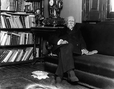 José Echegaray, fotografiado en su casa de Madrid. - EFE