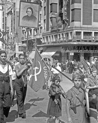 Manifestación comunista en Madrid, a finales de julio de 1936. EFE
