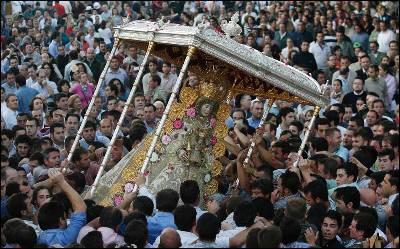 La película censurada revela el origen de la veneración de la Virgen del Rocío entre los romeros.