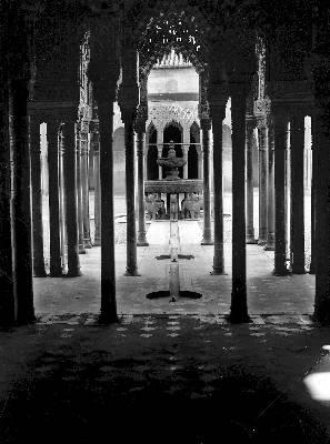 El Patio de los Leones de La Alhambra, en Granada.