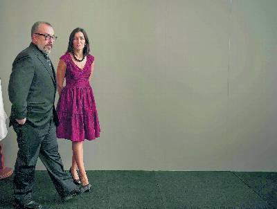 Ángeles González-Sinde y Álex de la Iglesia, en la entrega del Premio Nacional de Cinematografía a este último en el Festival de Cine de San Sebastián.