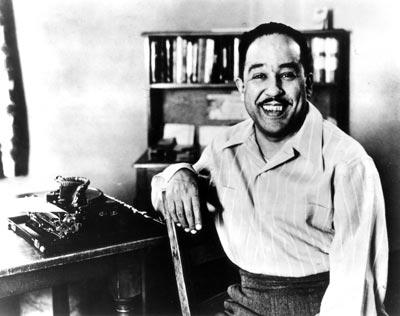 El escritor afroamericano Langston Hughes luchó toda su vida en favor de los derechos civiles.