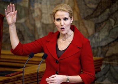 Helle Thorning-Schmidt, durante su primer discurso ante el Parlamento danés como primera ministra de Dinamarca. -