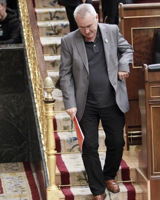 Cayo Lara, se dirige a la tribuna del Congreso.-  Paco Campos (EFE)