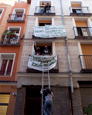 La casa ocupada en la calle Tres Peces 25 en el barrio de Lavapies.-Reyes Sedano/PUBLICO