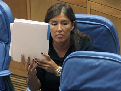 La conselleira de Traballo e Benestar, Beatriz Mato, en el Parlamento gallego.EFE