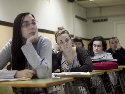Noelia Escribano, en primera fila, en una clase de la academia de oposiciones.G. Pecot