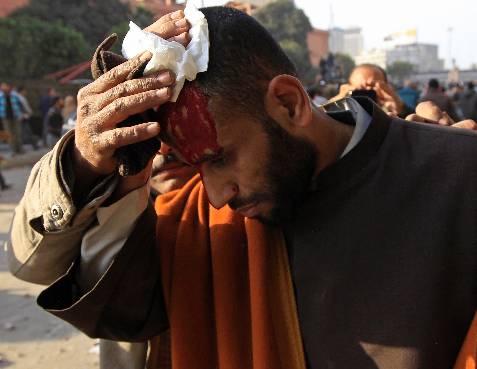 Un manifestante, herido. REUTERS/Goran Tomasevic