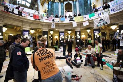 Imagen de ayer del Capitolio de Madison, ocupado desde hace 14 días por los manifestantes. AFP