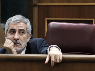 Gaspar Llamazares en en una de sus intervenciones durante la sesión de control al Gobierno del pleno del Congreso de hoy. EFE