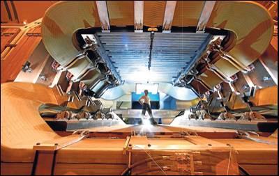 El ojo del LHC. El LHCb es el detector diseñado para buscar fuentes de asimetría entre materia y antimateria en el gran acelerador del CERN.