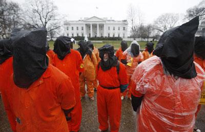 Acto contra Guantánamo ante la Casa Blanca, ayer.