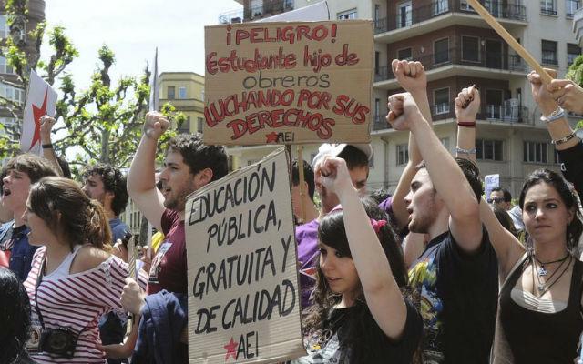 Miles de estudiantes se manifestaron en las calles de León durante la huelga del pasado 25 de mayo. J.C.(EFE)