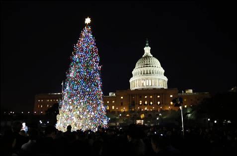Iluminación del árbol de navidad cerca del Capitolio, en Washington.