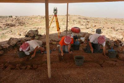 INVESTIGANDO. Trabajos de excavación en 2010 en Qarassa 3, un poblado de hace 13.000 años cercano a Sweida, en el sur de Siria.