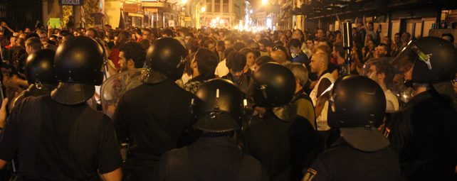 Un triple cordón de policía impide la llegada de los manifestantes al Congreso - E.M.