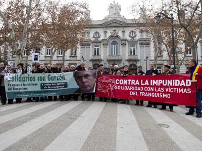 Manifestación en 2012 frente al Tribunal Supremo contra la impunidad del franquismo y en apoyo a Baltasar Garzón/Efe
