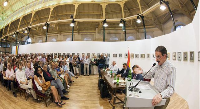 Gerardo Iglesias, en la inauguración de la exposición sobre la guerrilla antifranquista en Asturias.