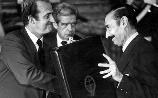El rey Juan Carlso en un acto con el dictador argentino Jorge Rafael Videla.