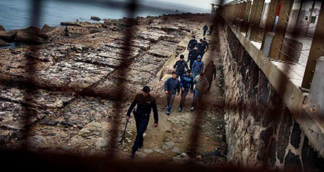 La Comisión de Observación de Derechos Humanos denuncia la precaria situación de los inmigrantes de Melilla. | JOSÉ COLÓN