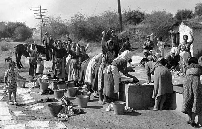 Lavanderas trabajando en Priego de Córdoba en tiempos de la Segunda República.