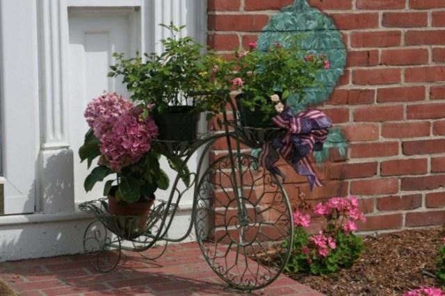 Ideas para adornar el jardin con bicicletas