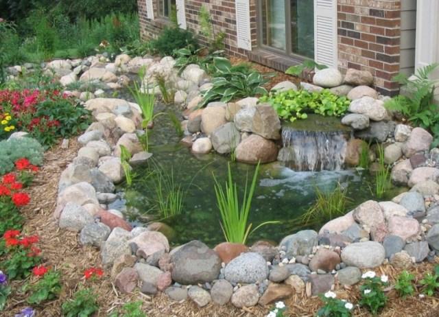 Imagen de decoracion de jardines con un estanque