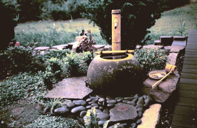 Ideas de decoracion para el jardin con fuentes de bambu