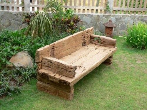 Mueble para el jardin hecho con troncos