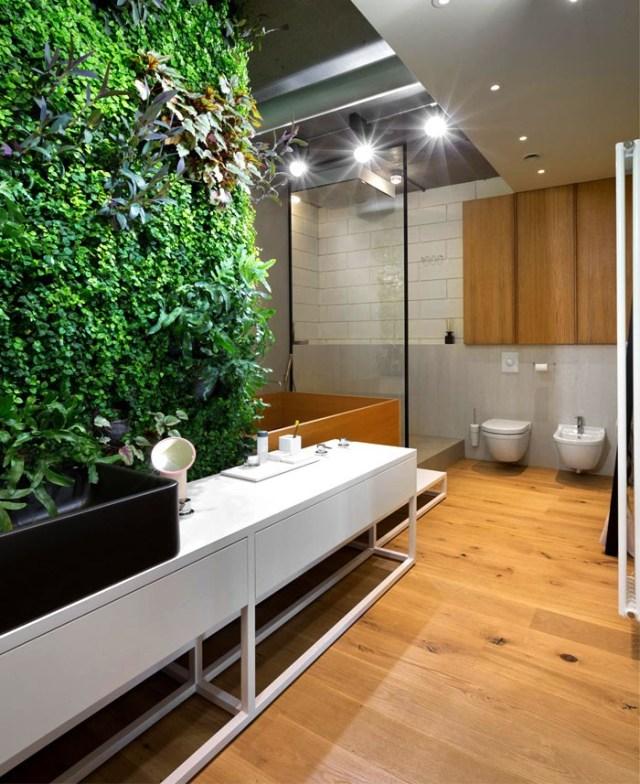 Imagen de jardin vertical interior en el baño