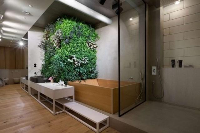 Imagen de moderno jardin vertical en el baño