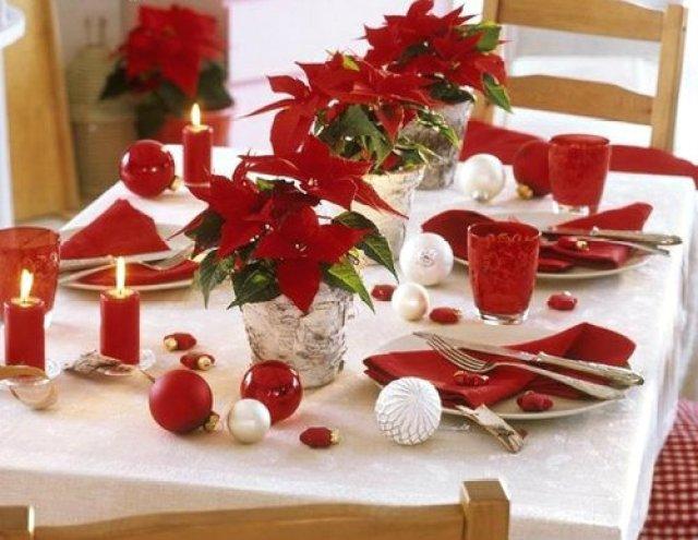 Ideas de decoracion del comedor para navidad con poinsettias