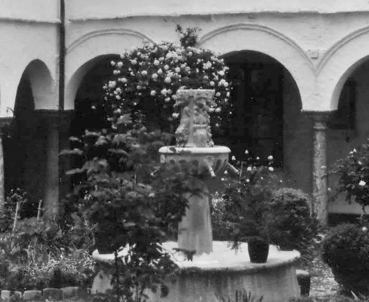 Detalle de la fuente del claustro de las Clarisas