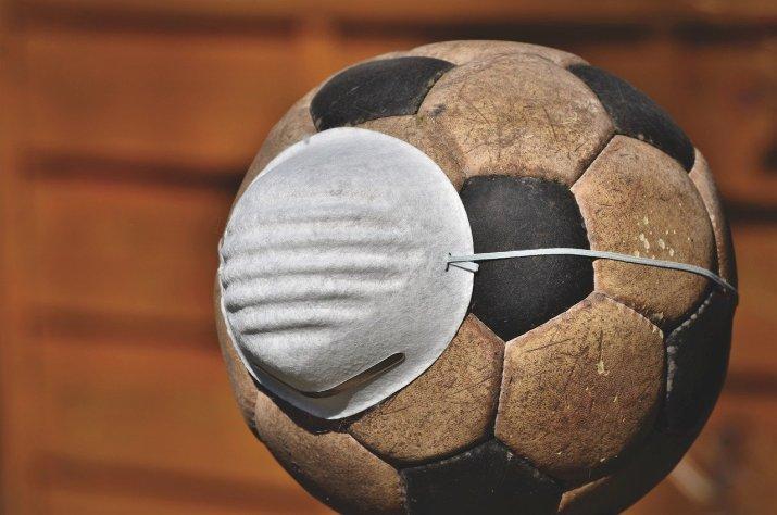 Mascarilla protectora en el fútbol