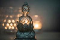 Imagen de una estatua pequeña de Buda