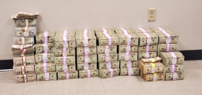 Autoridades hallan  millones de dólares dentro de 34 cajas