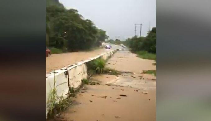 VIDEO: Cierran carreteras en Utuado por inundaciones