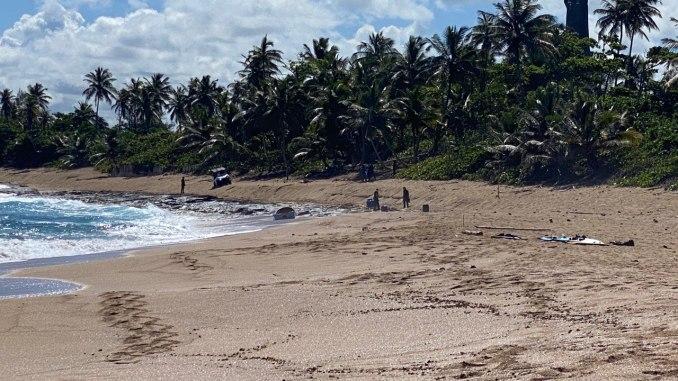 Encuentran una yola abandonada en playa Caracoles en Arecibo