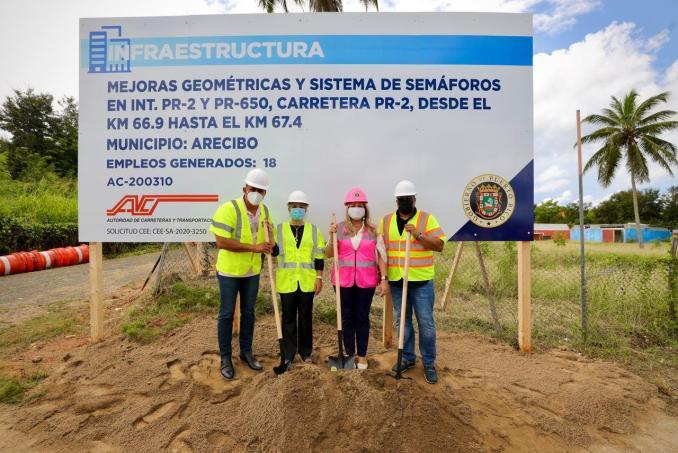 Gobernadora coloca primera piedra de proyecto en importante intersección para virajes seguros en Arecibo