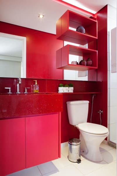Cores frias e quentes: banheiro vermelho (foto: Rodrigo Kolton)