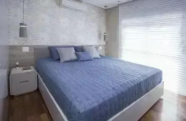 5. Paleta de cores frias e quentes: quarto com decoração azul (foto: Karina Korn)