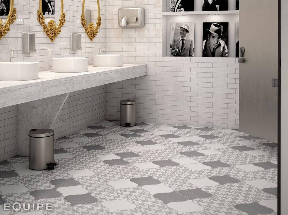 pisos para banheiro com tons de cinza