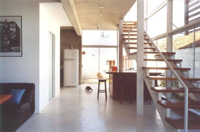 33821- sala de estar com piso de cimento queimado -valeria-fialho-viva-decora