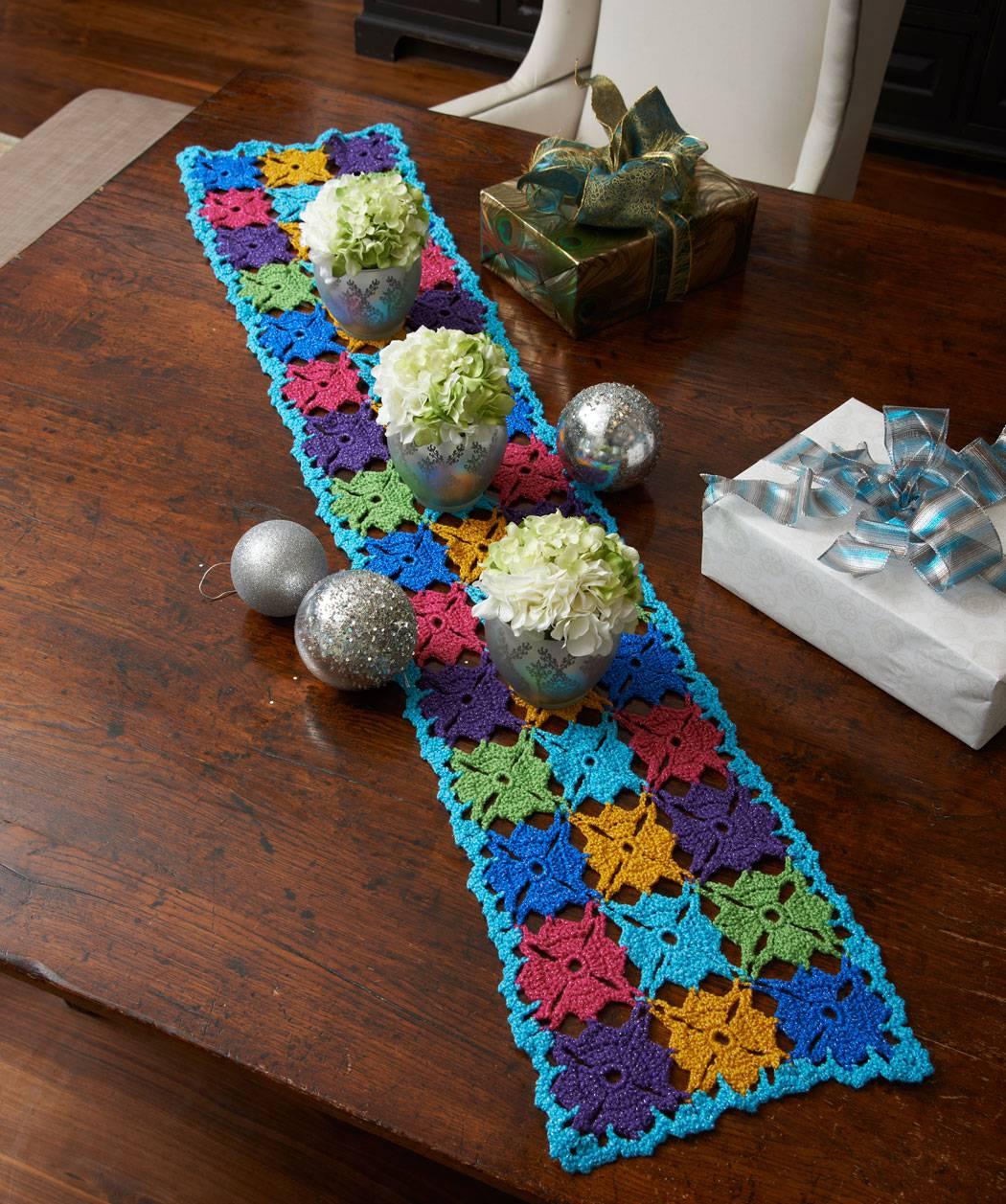caminho de mesa de croche azul comprido