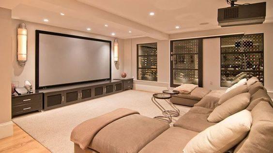sofas modernos para sala de tv full size memory foam sofa bed mattress cinema em casa 55 dicas caprichar no ambiente confortavel bege
