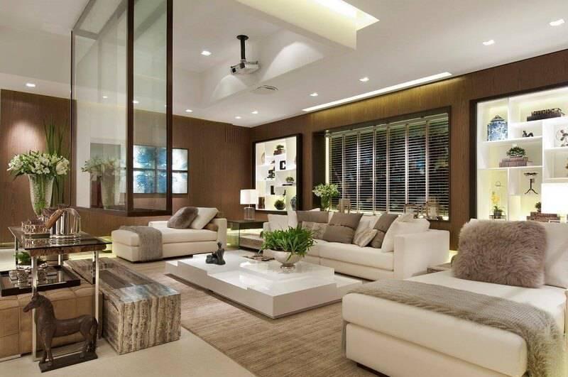sala planejada com nicho embutido projeto de Quitete & Faria