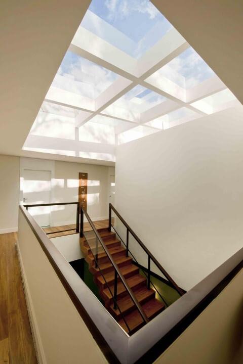 Claraboia sobre escadaria Projeto de Zize Zink